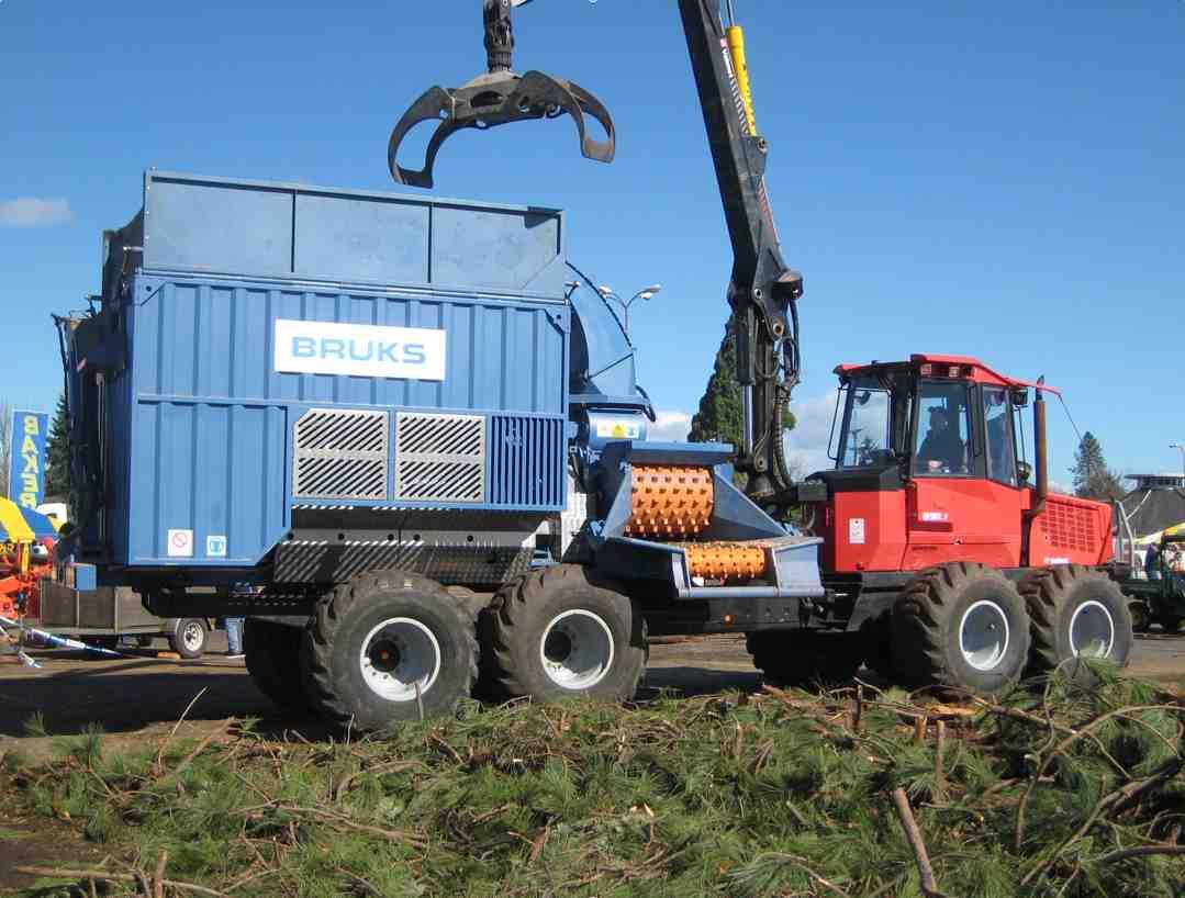 Bruks mobile chipper storms n america canadian biomass